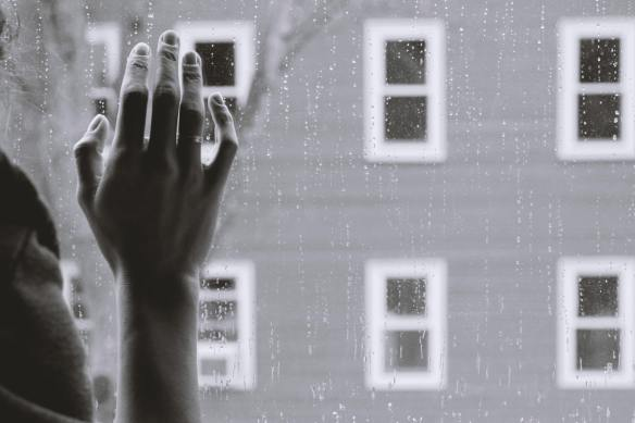 rainy window saneej-kallingal-6EQYQewfOH0-unsplash