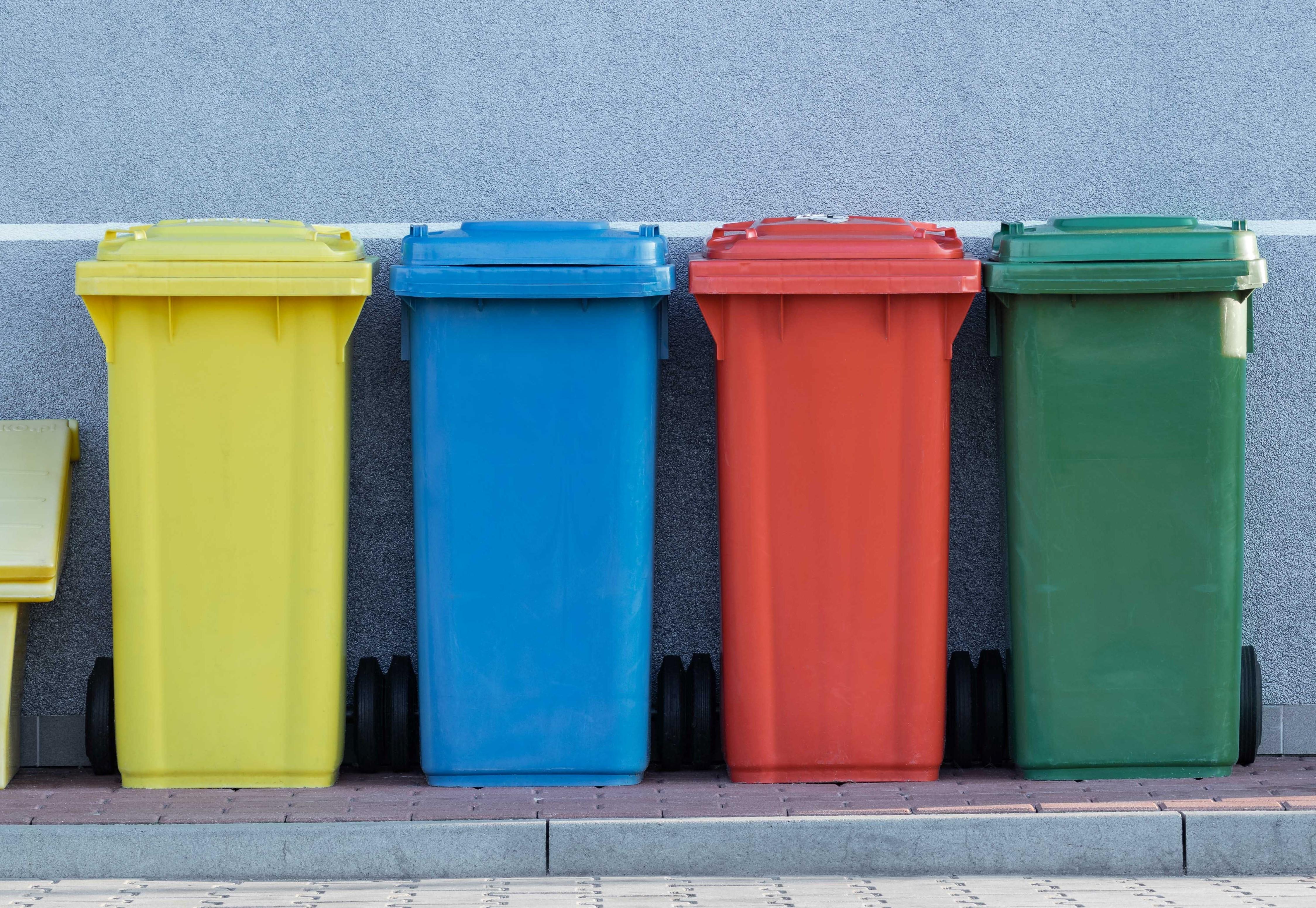 trash pawel-czerwinski-RkIsyD_AVvc-unsplash (2)